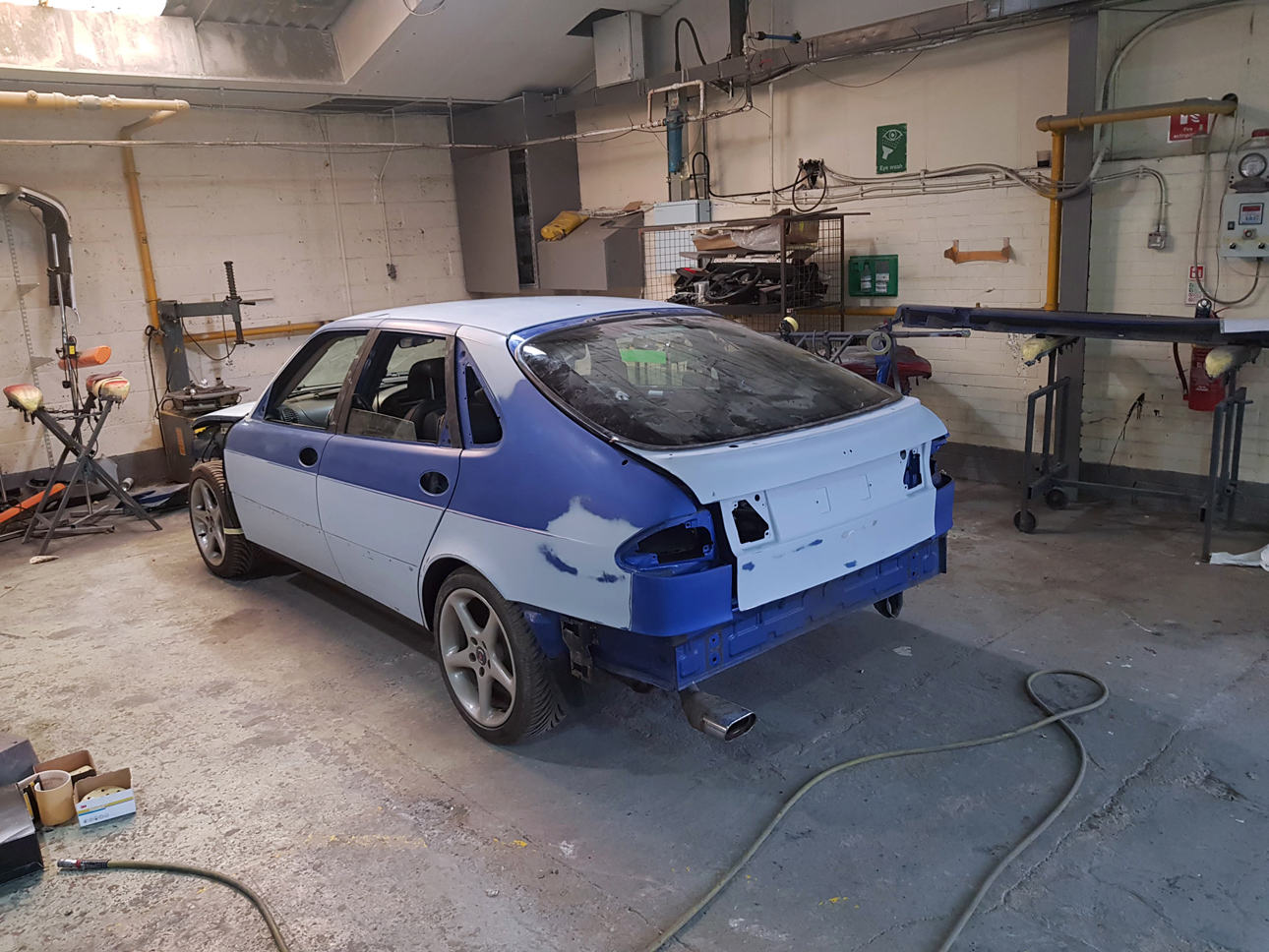 Saab 9-3 kaross i garage